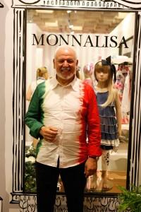 Piero Iacomoni davanti allo stand di Monnalisa